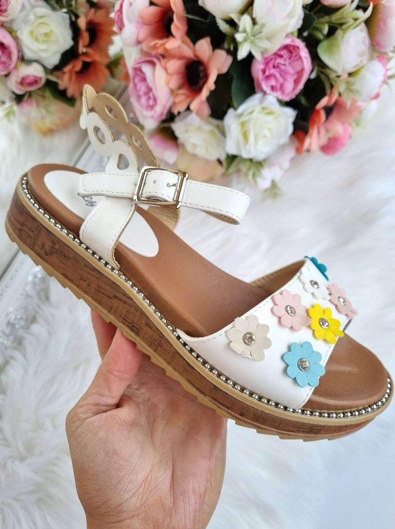 vasaras sandales sievietēm, sieviešu vasaras apavi, basenes, sieviešu apavi internetā, online ieprikties,