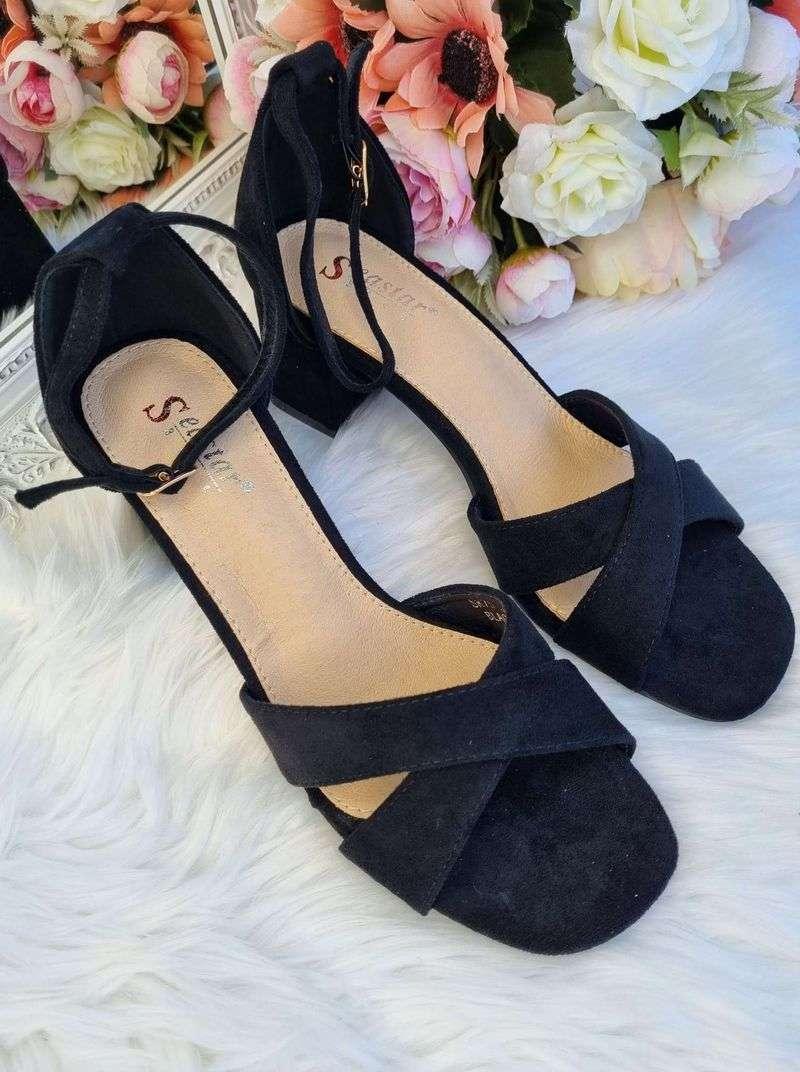 melnas sieviešu sandales uz papēža, atvērtas kurpes uz papēža, apavi online, sieviešu apavi,