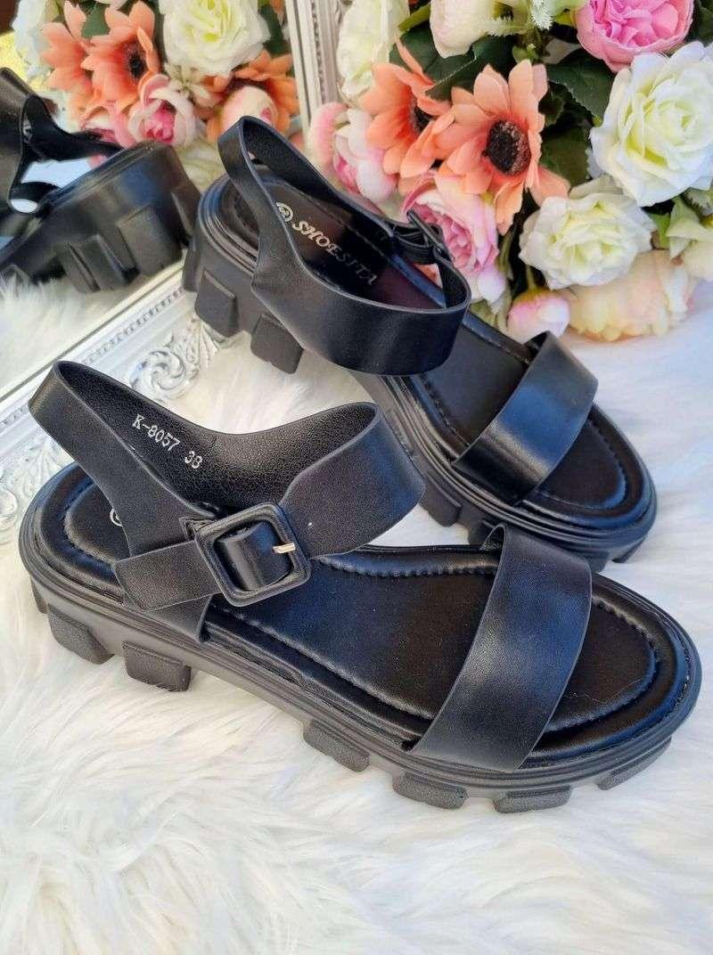 melnas sieviešu sandales, sandales ar paaugstinātu zoli, vasaras basenes sievietēm, apavi online, stilīgas sandales,